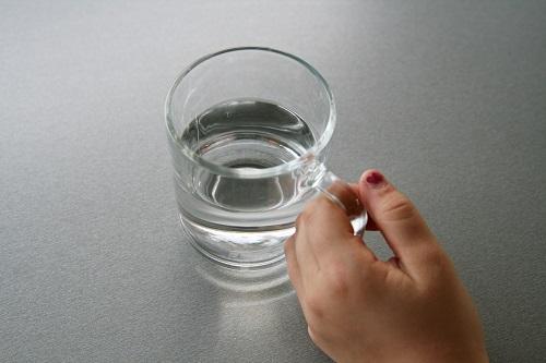 zalejeme 30 g vody