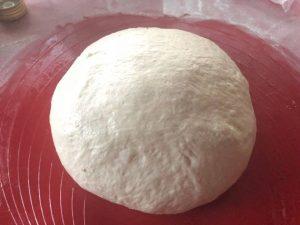 Kváskovanie prináša recept na guľatý kváskový chlieb z remosky